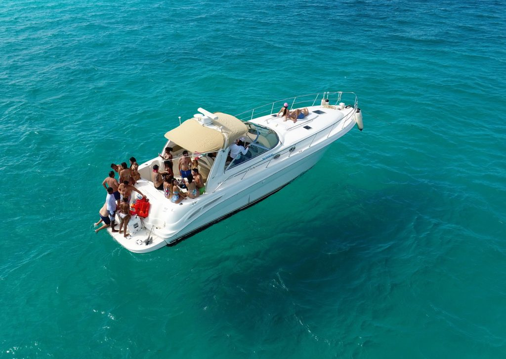 SeaRay Yacht for rent