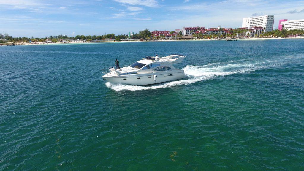 Azimut yacht cancun
