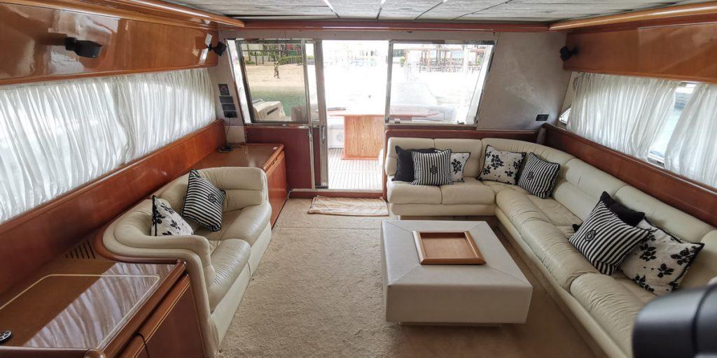 Ferretti 74 Yacht interior