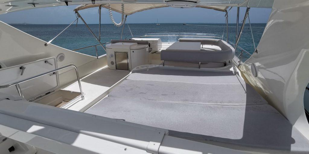 Ferretti 74 Yacht fly deck