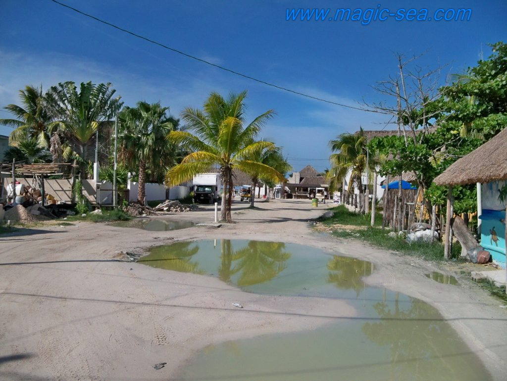 Holbox sand street